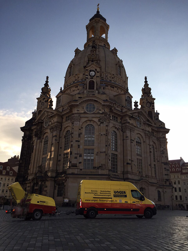 Frauenkirche mit Unger Auto